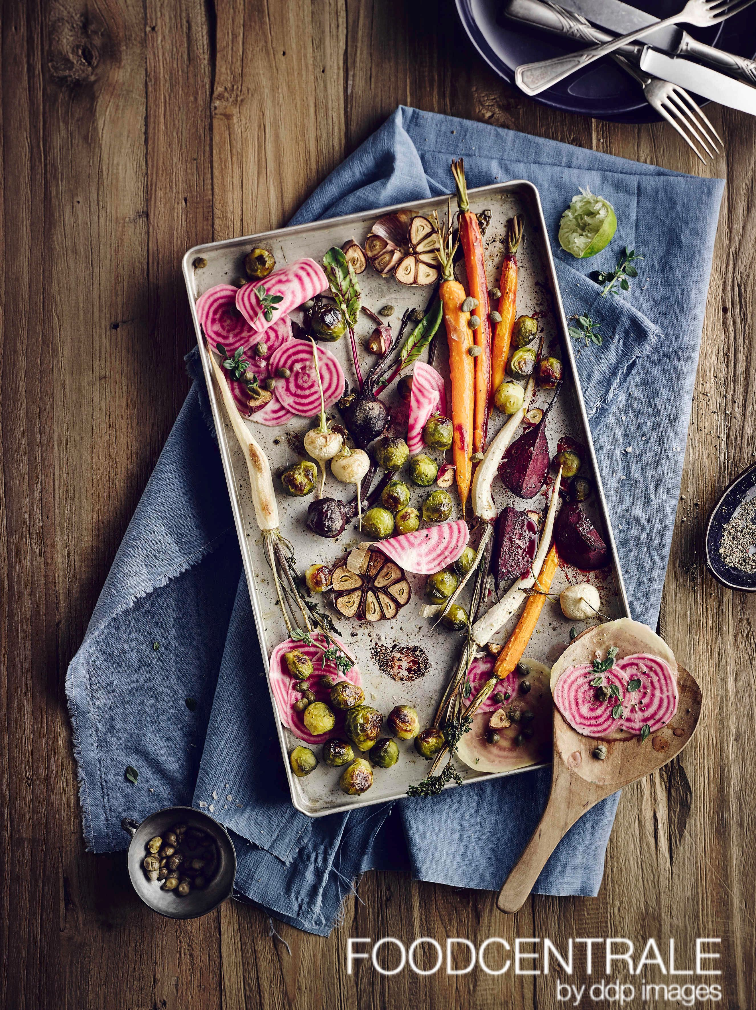 Rosenkohl und Wurzeln mit Kapern vom Blech by Rolf Seiffe/FoodCentrale (00778648). #foodcentrale #ddpimages #ddp #foodpic #foodlove #foodphotography #foodpost #foodinspiration #foodpicoftheday #foodshot #instafood #instafoodie #yummy #yummie #foodiegram #foodstagram #saisonal #season #vegetarisch #vegetarian #ofengemuese #healthyfood #autumn #herbst #herbstlich