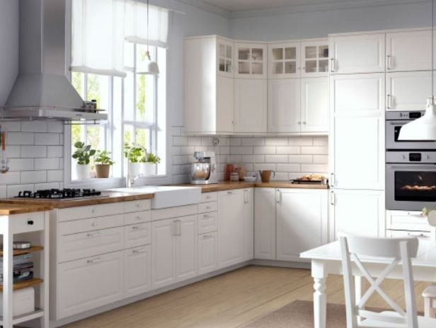 Idee per arredare una cucina classica - Top marrone e ante bianche ...