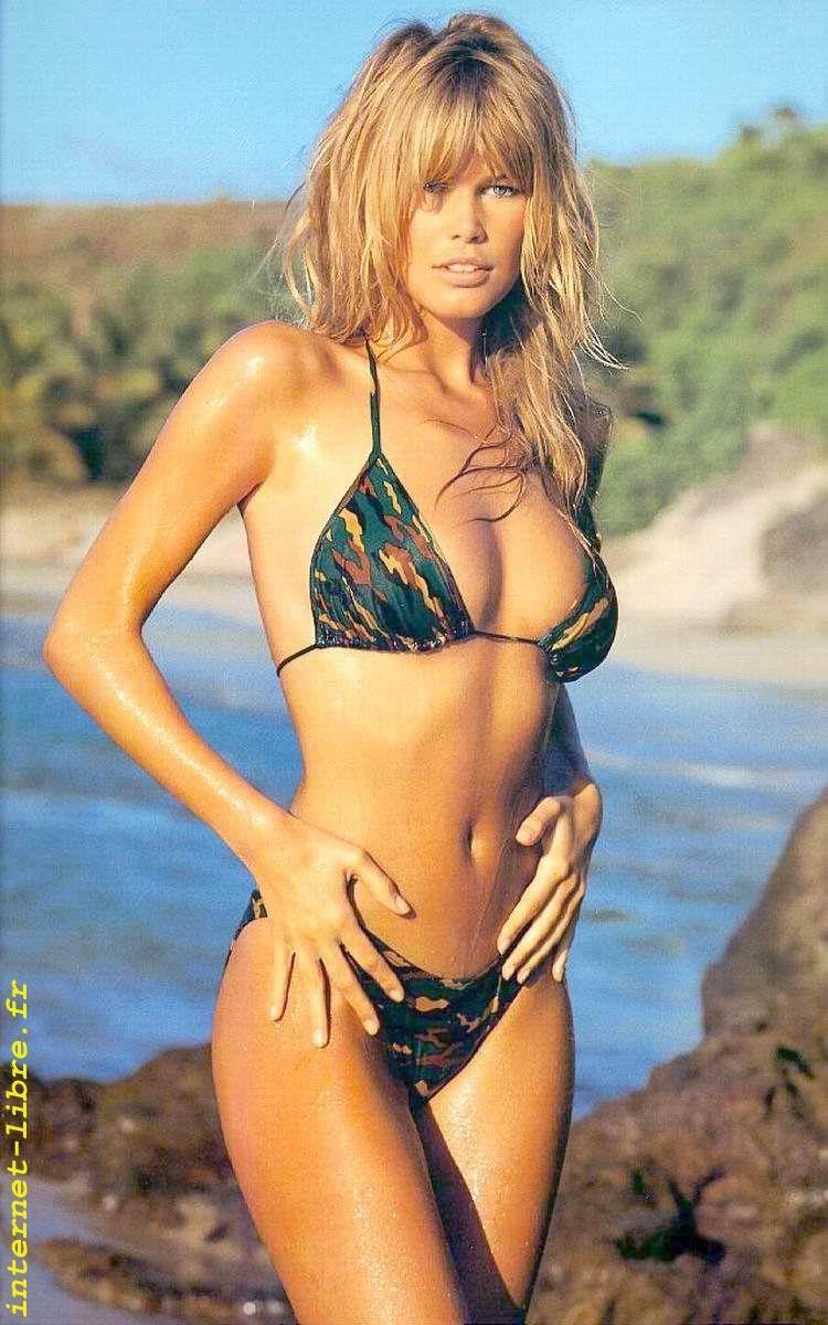 Claudia schiffer looking hot in bikini