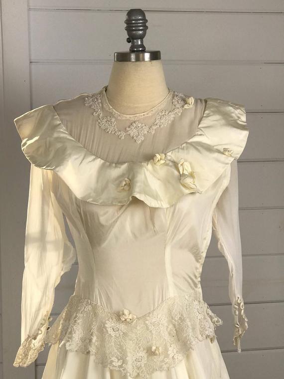 d08cf352682c 1930s Vintage Ivory Wedding Dress with Illusion Neckline | Vintage 1930s  Bridal Gown | Vintage Weddi