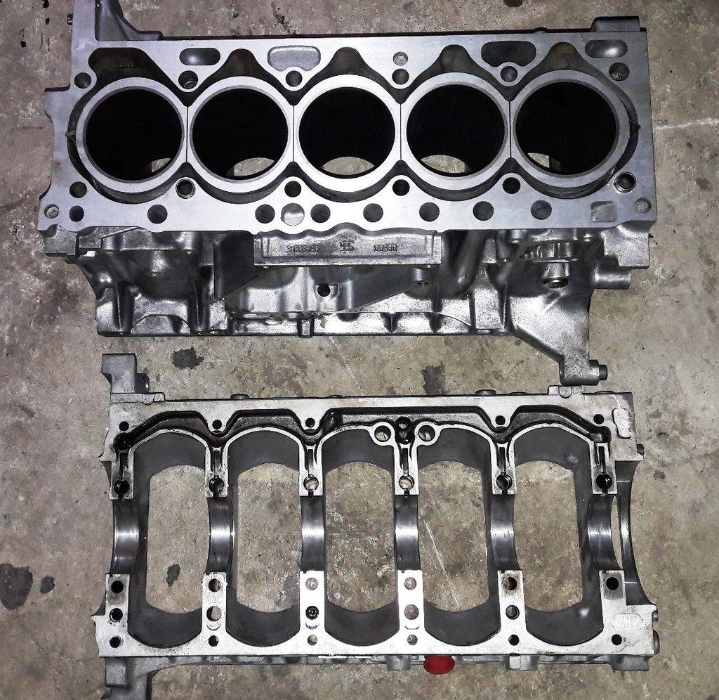 Engine cylinder block and crankshaft housing 2 4 diesel d5