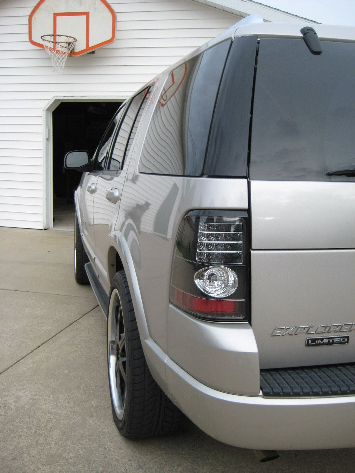 Pin By Carmelo Flores On 04 Ford Explorer In 2021 Ford Explorer Ford Expedition Ford