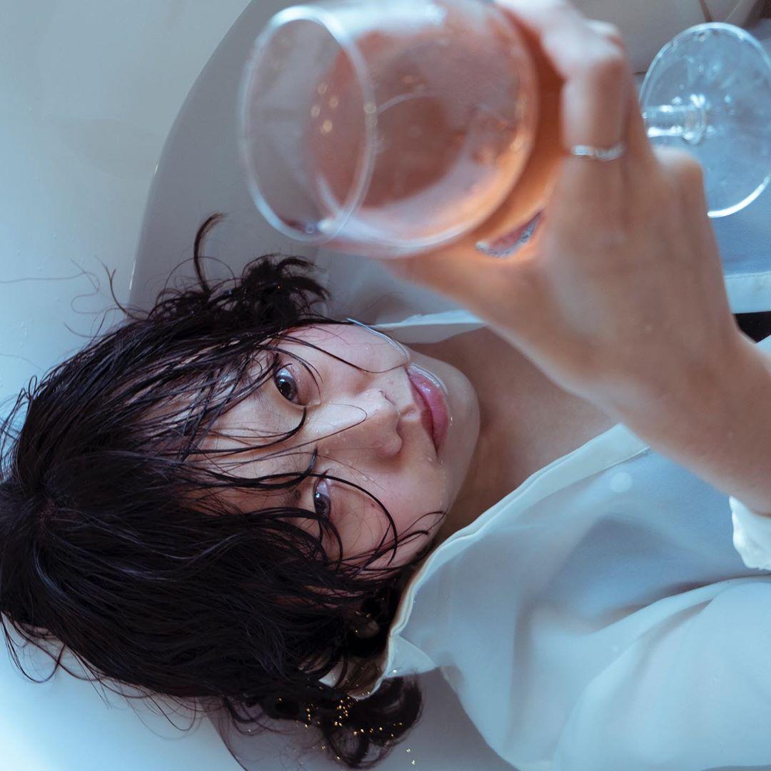 Crazy wine  model @rruopu  #photography #fujifilmxt3 #girl #portrait