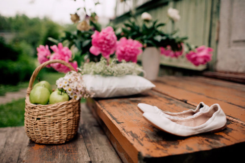 I want to go on a walk to pick apples off a tree and flowers from the garden :)