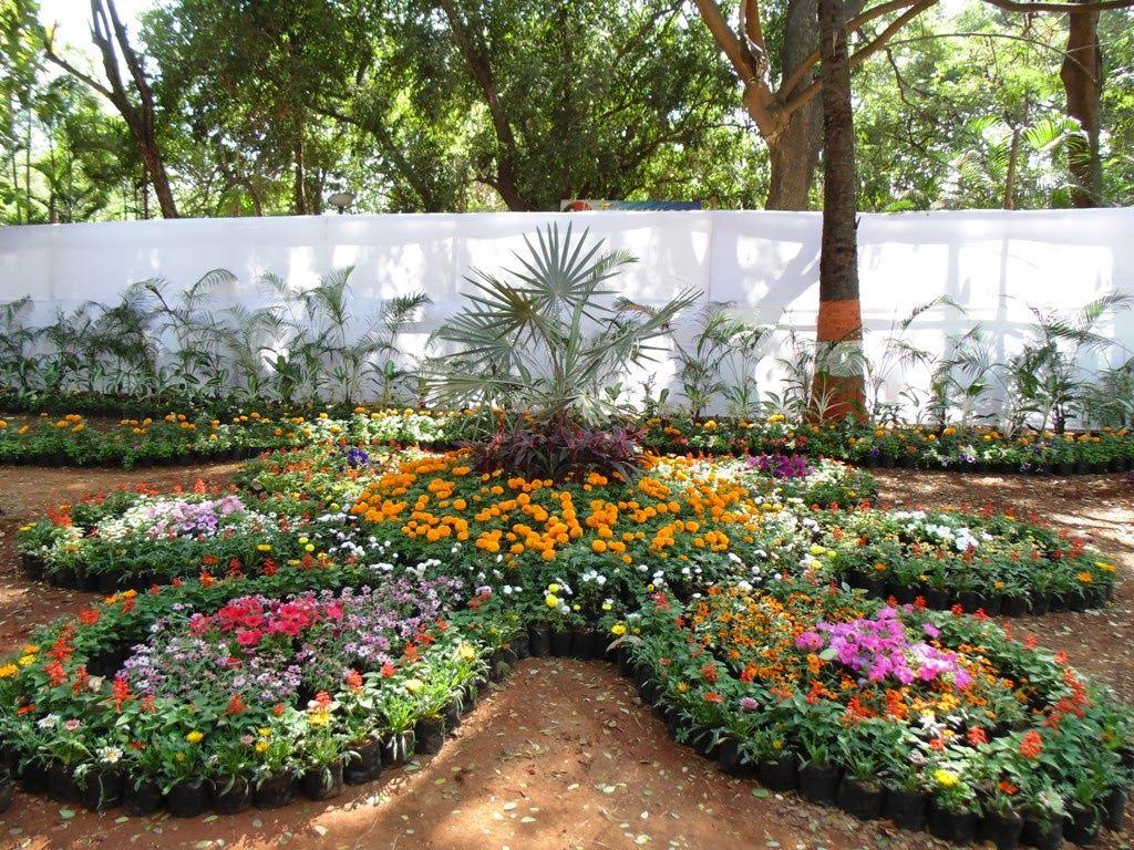 designing a display garden for a retail garden center