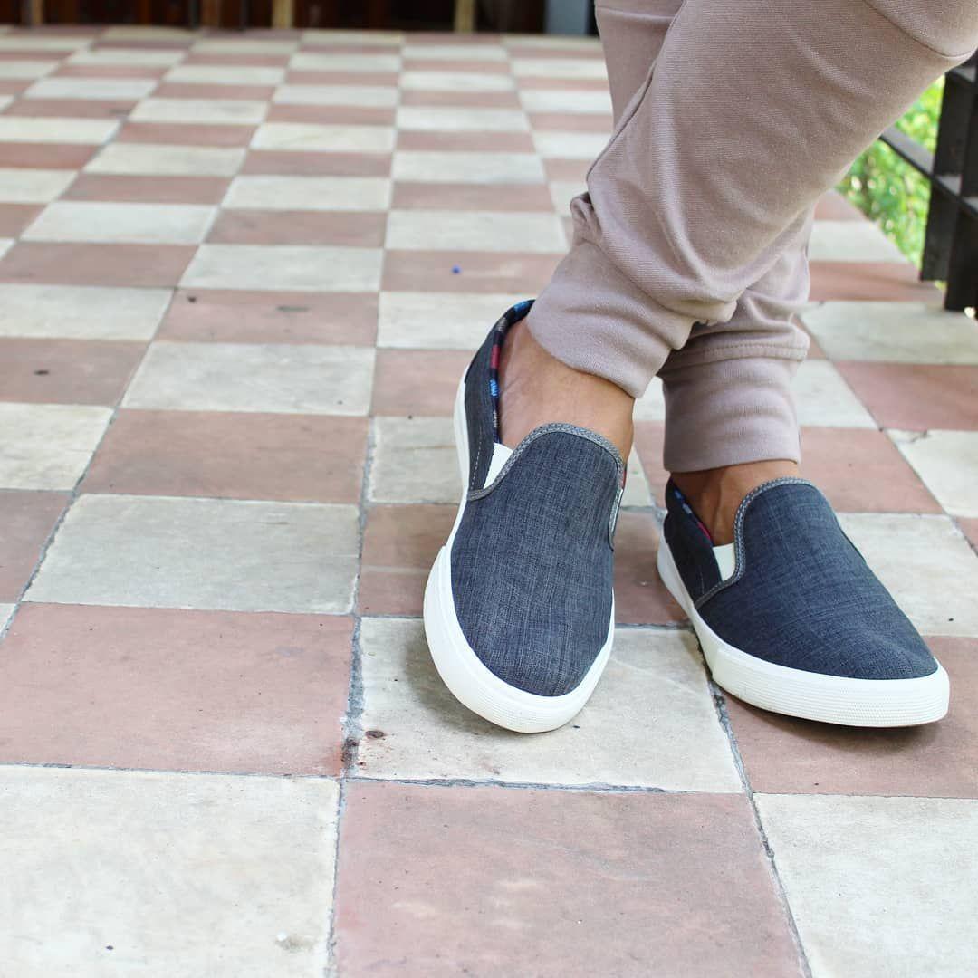 ab1aadb7681 sapato jeans sem cadarço