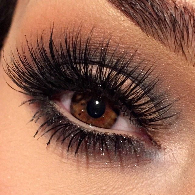 @makeupbyanna Top Lashes flutterlashesinc in Annabelle | bottom are individual lashes from naimies