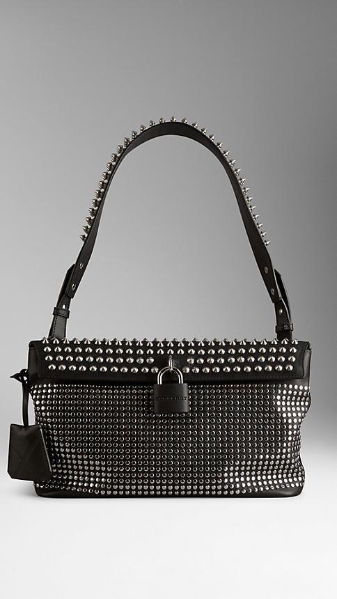 689705345d3 Burberry Mittelgroße Hobo-Tasche aus Leder mit nietenbesetztem  Vorhängeschloss auf shopstyle.de