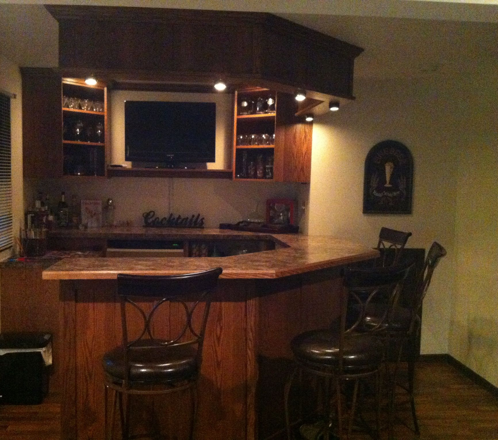 Home Bar Designs And Layouts: Cabinets, Bar