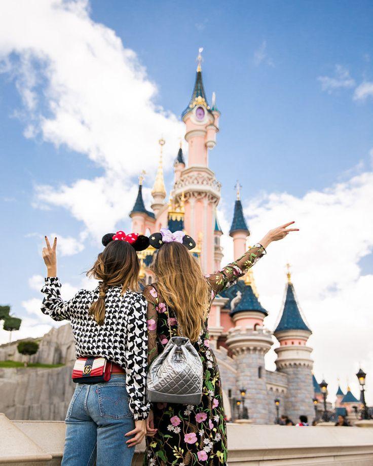 Photo of Disney Paris, Sofia Lascurain, Ari Camacho, Disneyland, Modeblogger, Freund … …