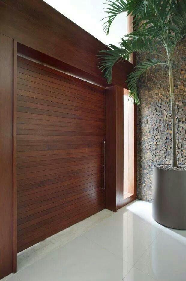 Pin de carla mata en portas pinterest entrada puertas for Puertas de madera entrada principal modernas