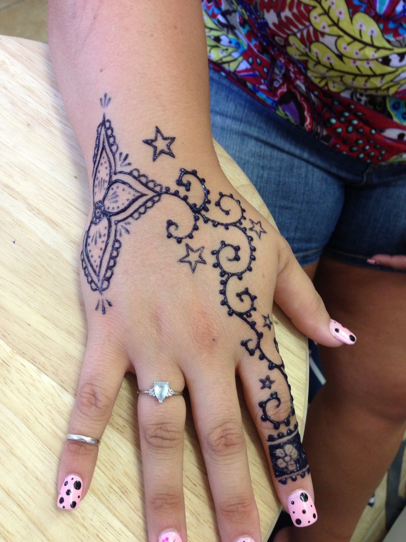 Freehand flower stars and swirls on the hand henna tattoo