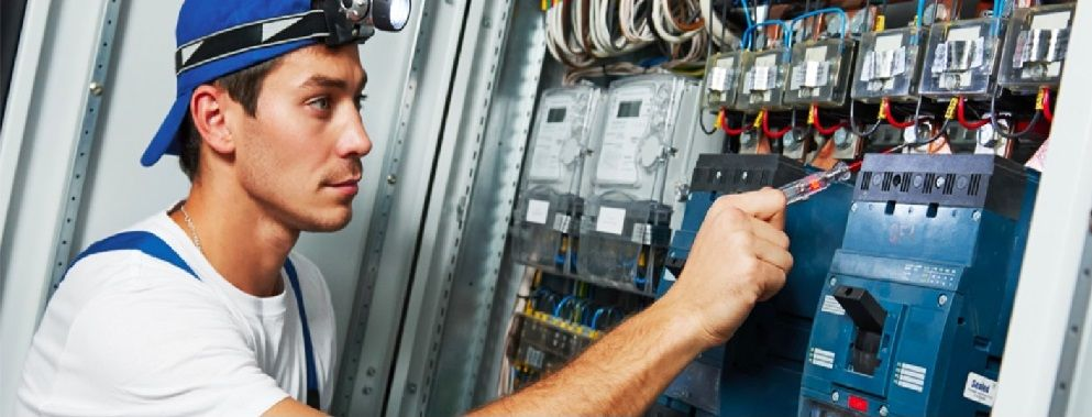 Xpower Is A Team Of Experienced Electricians In Singapore Offering 24 7 Power Failure Services We Are Always The With Images Power Failure 24 Hour Electrician Electrician