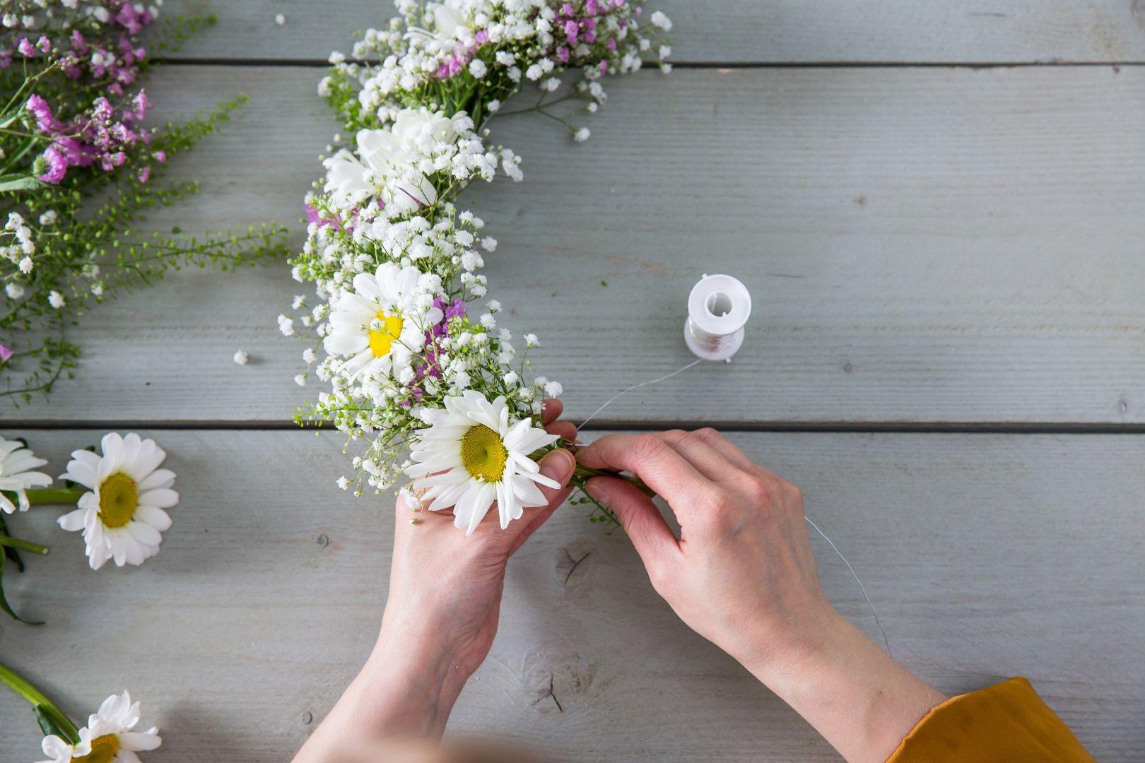 IKEA Deutschland  Blumenkranz binden  Ikea  Tischdeko