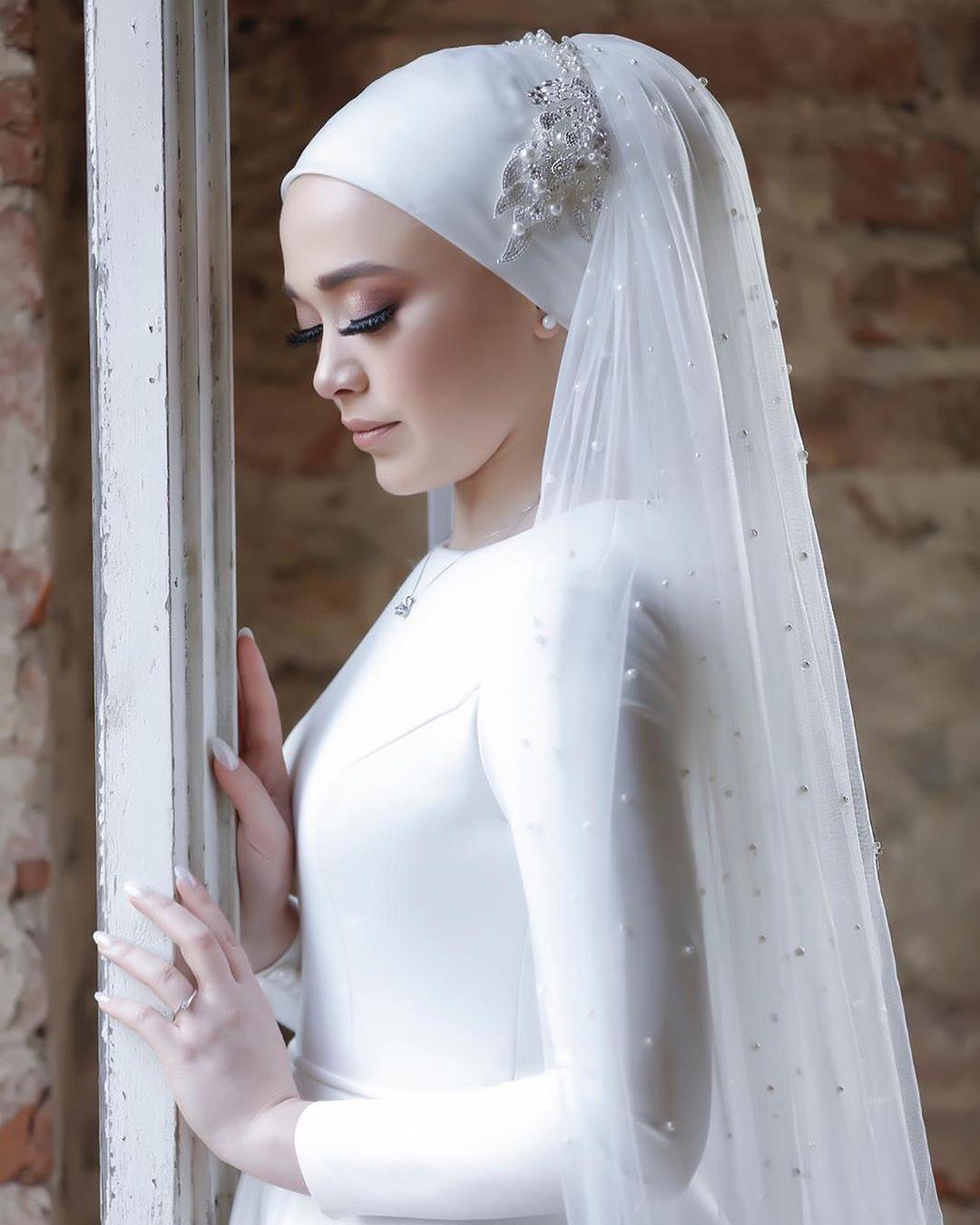 Elegant Simple Bridal Hijab With Embellished Lave Applique And Trendy Polca Dot Style Bridal Veil For Rea Bridal Hijab Styles Gothic Wedding Dress Bridal Hijab