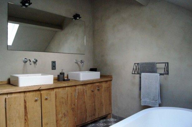 Badkamermeubel | Robuust eiken | Kalkverf in een badkamer ...