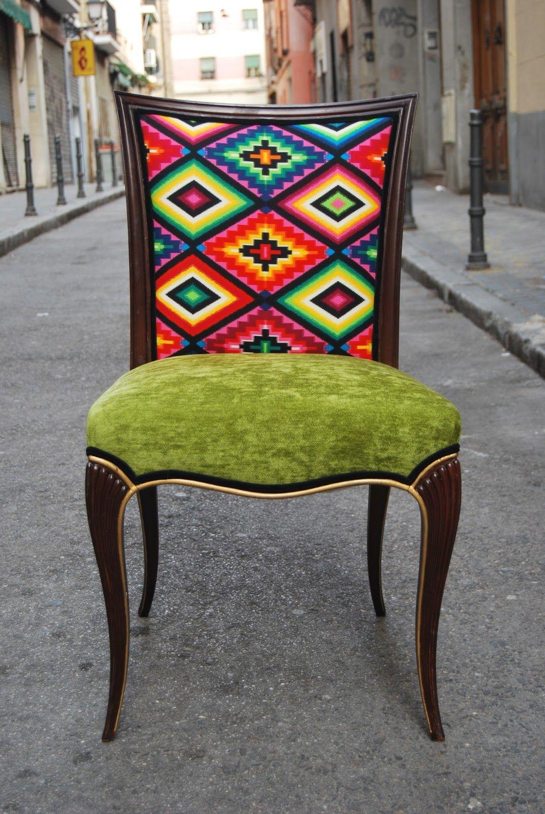 Pareja de sillas de mediados del siglo xx de estilo del - Sillas tapizadas vintage ...