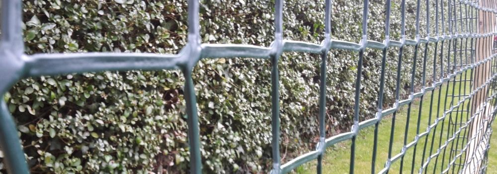 Plastic Mesh Garden Fencing Instalation Guide: The Install Guide To Helps  You Choose The Correct Materials For Installing A Plastic Mesh Garden Fence.