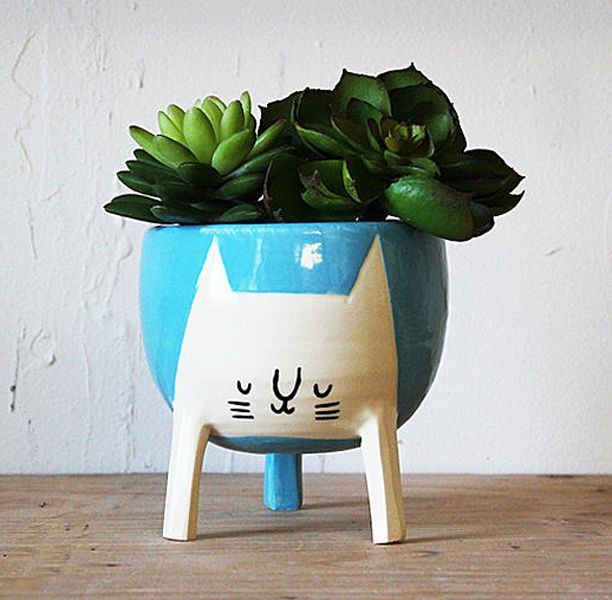 The purrrfect planter for the nature-cat-lover in you. - http://noveltystreet.com/item/17483/