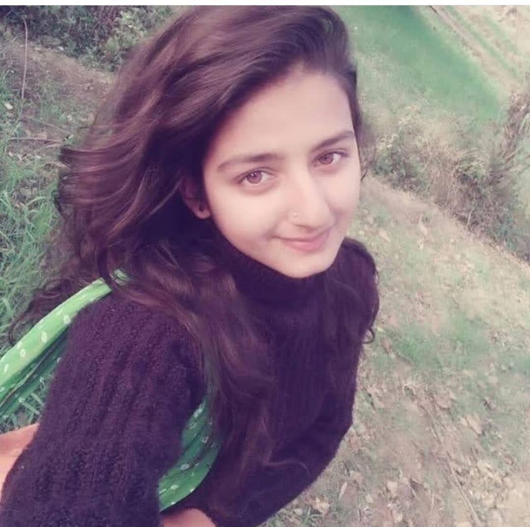 Follow Most Beautiful Girl Shonabhandariofficial     -4976