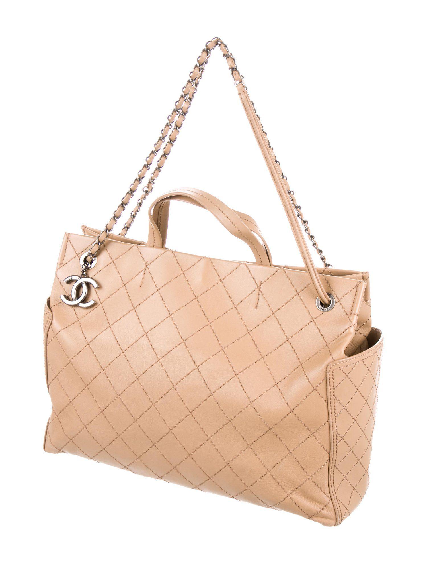 942cc95a92a7 Chanel CC Pocket Tote - Handbags - CHA240889 | The RealReal