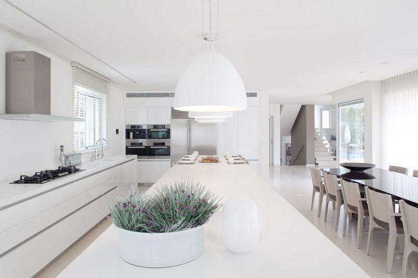 White interior design in modern sea shell home architecture⎟l