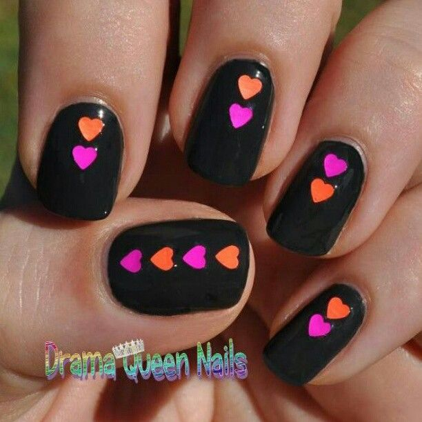 heart nails!b love these!