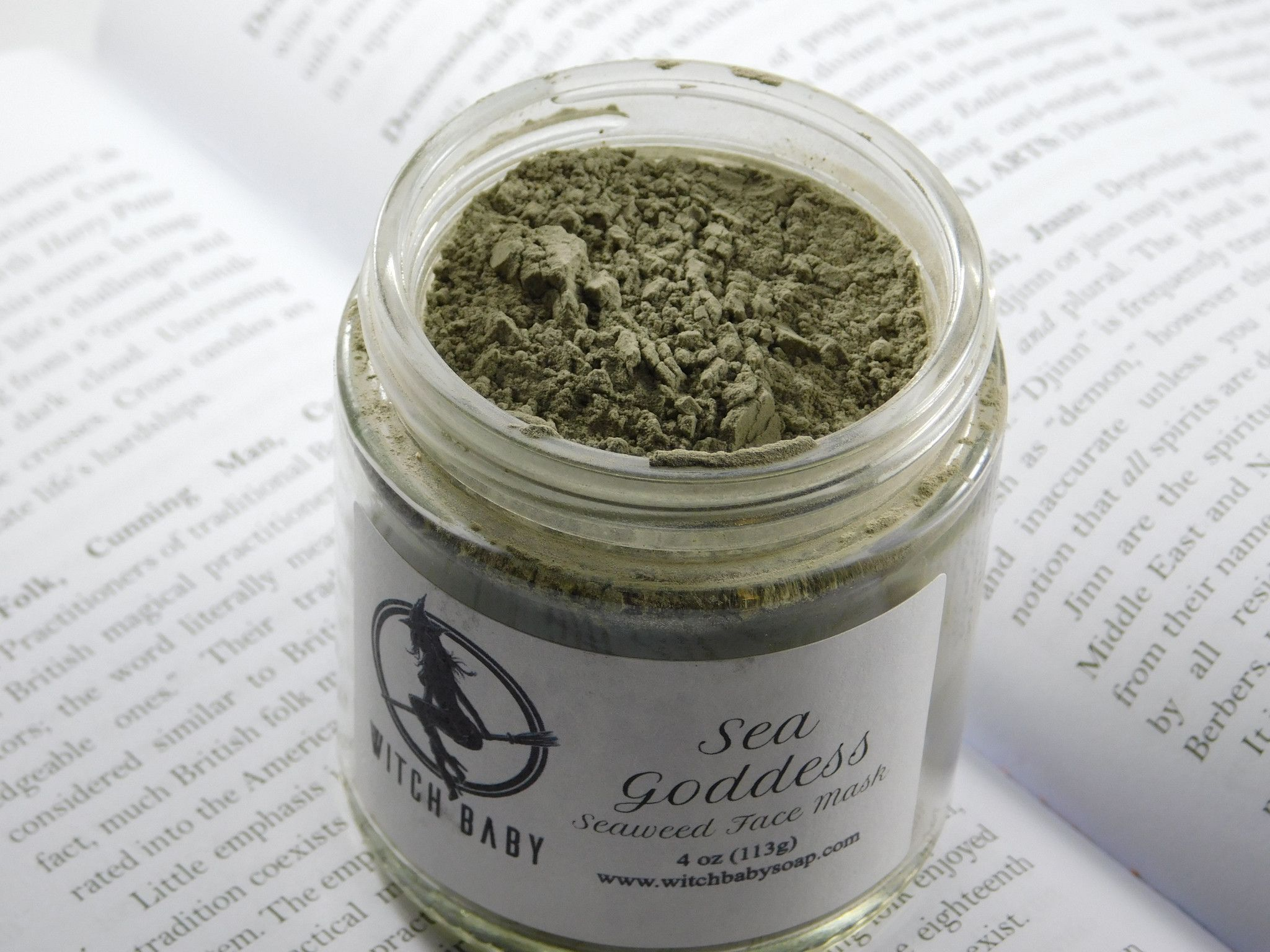HAS A STRONG SEA WEED SMELL* Sea Goddess is an oceanic skin treat