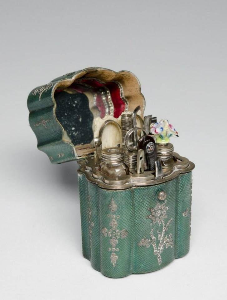 Pretty little things   Traveling Case-Nécessaire Law Foulsham & Co. c. 1755.
