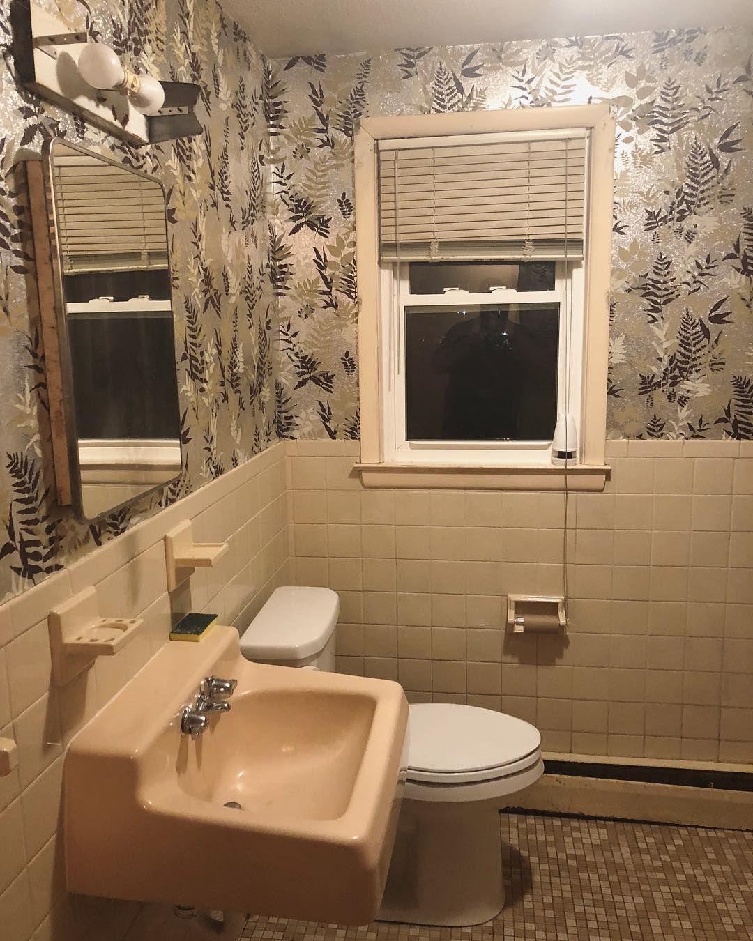 """Das hässliche Badezimmer."""" Dies ist nur eines der Projekte die wir"""