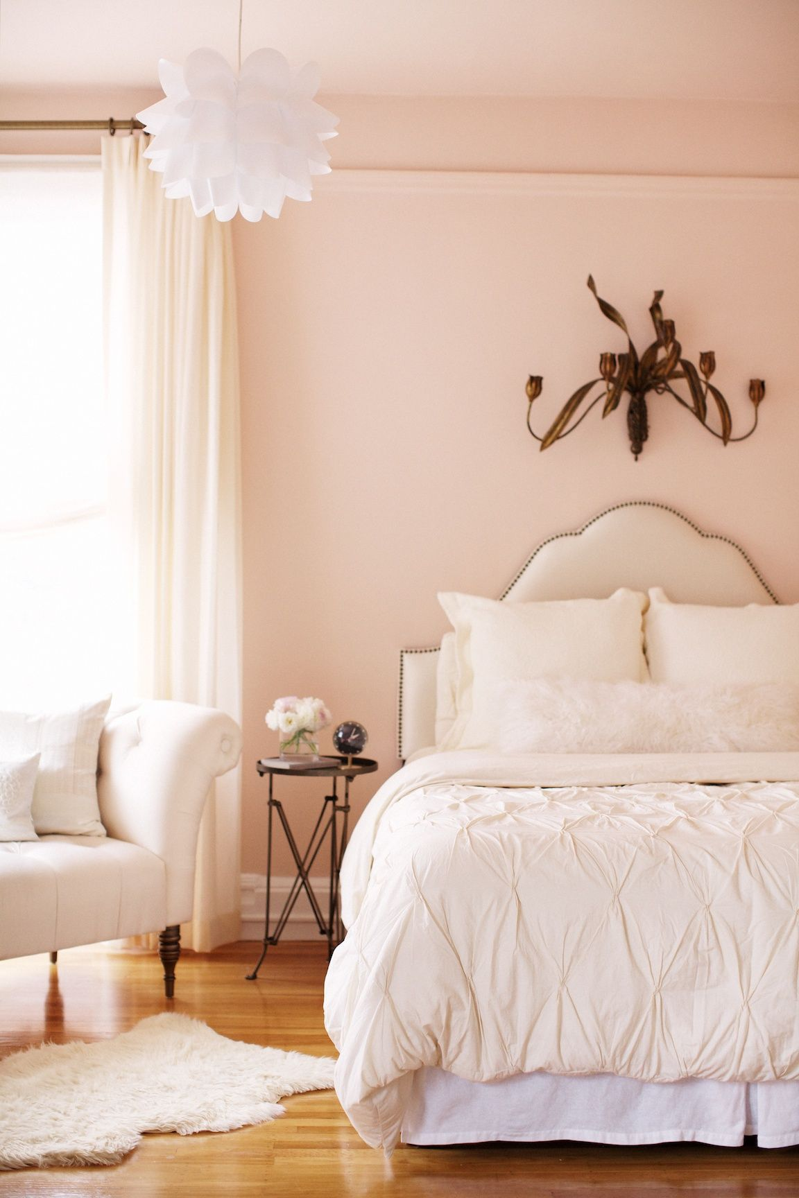 We Love The Pink Bedroom Of Rue Magazine S Editor In Chief Crystal Gentilello By Restricting The Pink To The Wa Peach Bedroom Pink Living Room Bedroom Design