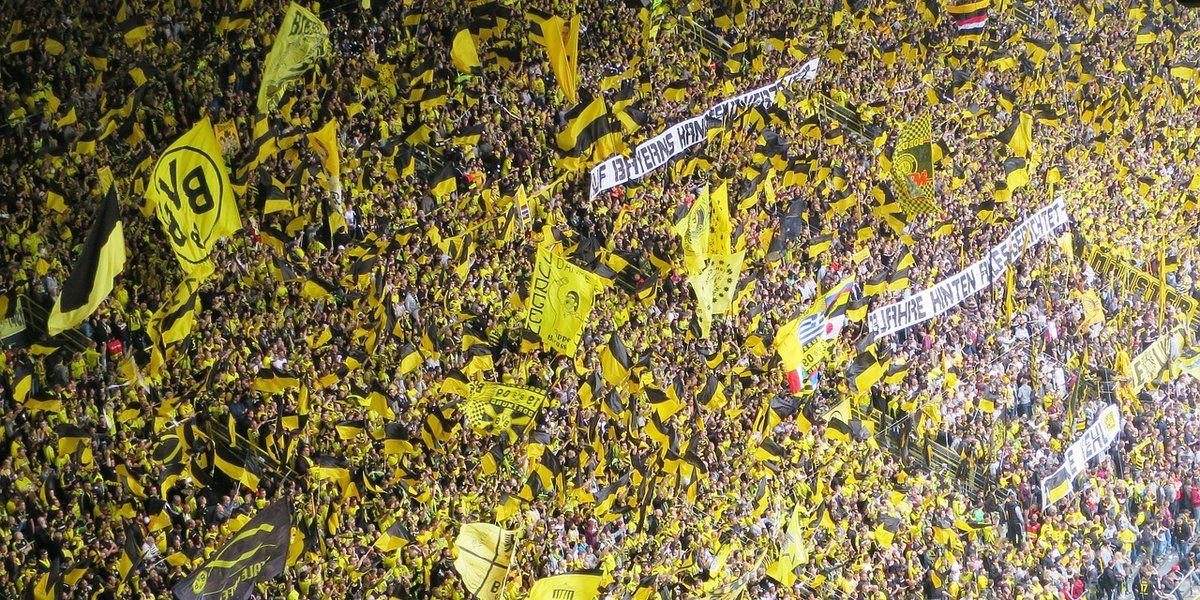 3 matches played in the Bundesliga. 3 wins. 9 points obtained: Top of the Table alongside Bayern. This is (in numbers) Borussia Dortmund's brilliant start of the 2015/2016 campaign.  But...