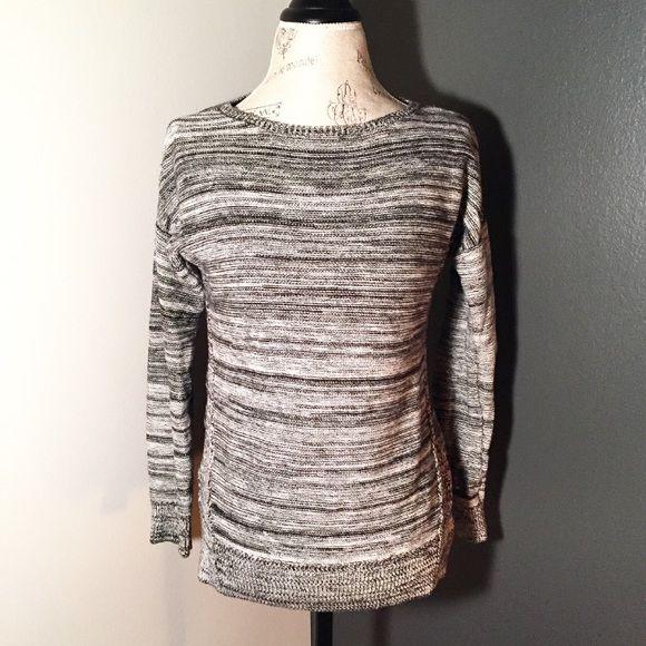Loft Sweater Loft sweater. Slit detail at side. Size S. Great condition! LOFT Sweaters