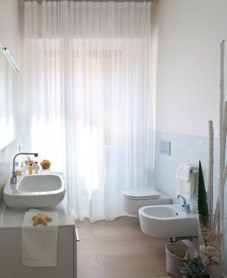 Idee per ingrandire spazi piccoli bagno con tende - Idee per tende da bagno ...