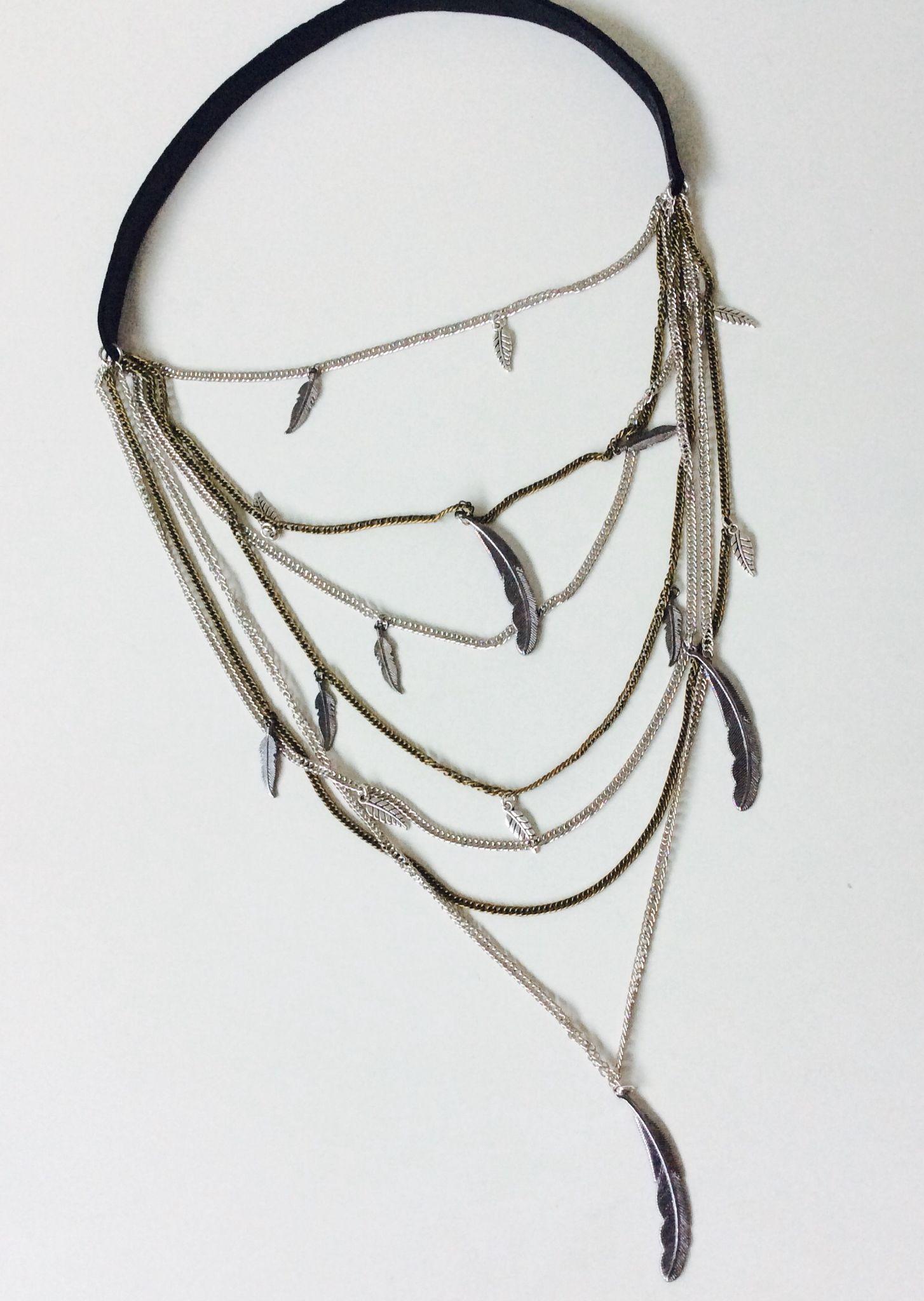 F E A T H E R S Collar de cuero, multicadena, multidijes  feather CASEY
