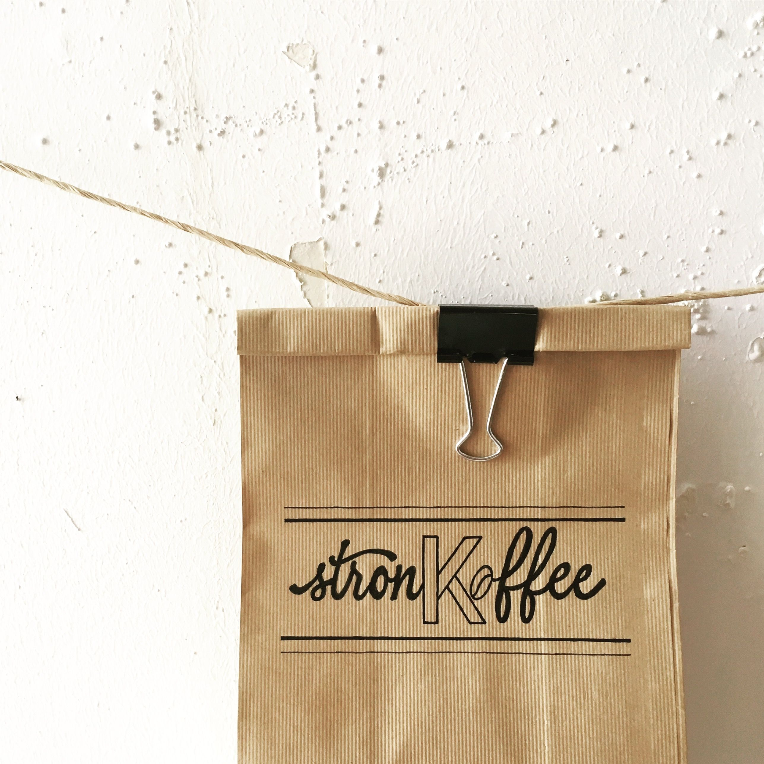 #manyemmas #typography #lettering #handlettering #stronk #koffee #strong #coffee #packaging
