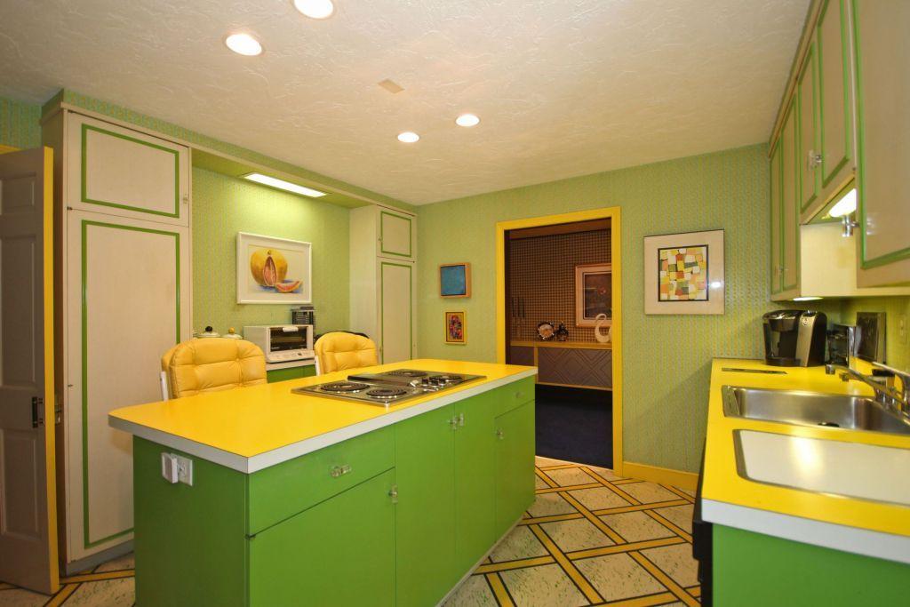 These Photos Of An Untouched 1970s Kitchen Will Make You Feel Like You're In A Time Machine