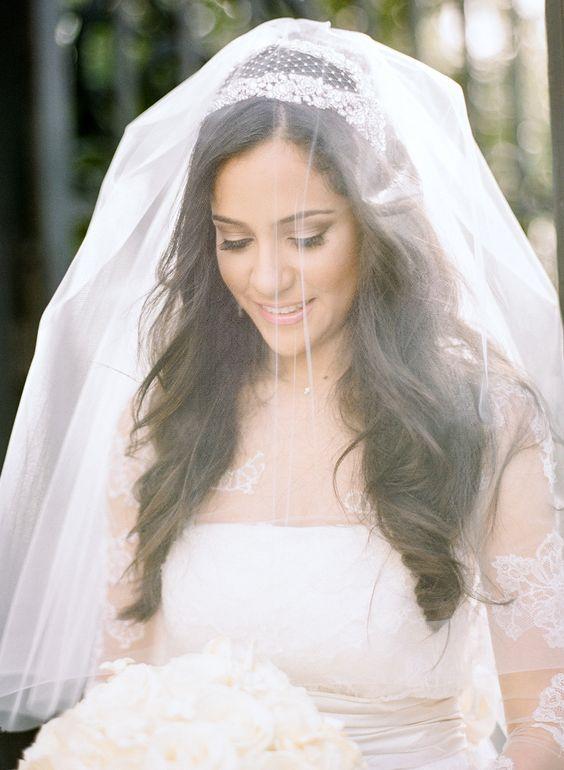 Свадебные прически с кудрями и фатой фото