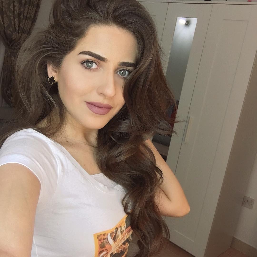 واخيرااا سويت ميكب توتوريال بسنابي لوك ميكب خفيف شوفوه قبل ما يروح Snapchat Arwa Diaries Hair Styles Beauty Long Hair Styles