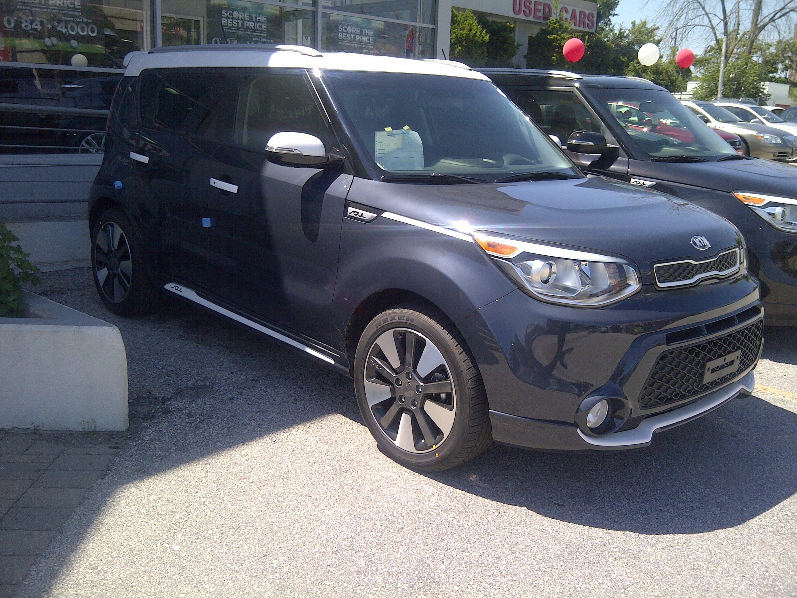 Only 250 Made For Canada Special Edition Soul Sx In Fathom Blue With White Trim Kia Soul Kia Cars Trucks