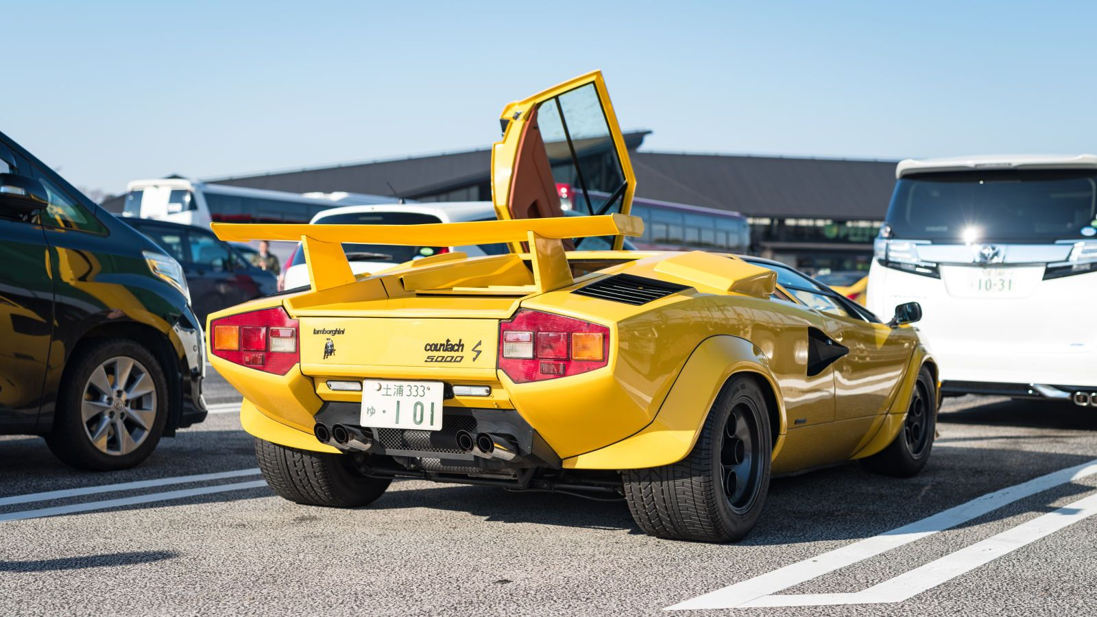 The Modified Supercars Of Japan S End Of Year Meet Super Cars Japan Cars Japan