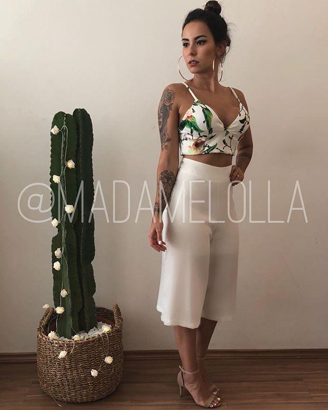 a3673e7ac Cropped Thayane e calça pantacourt, é o não é uma lindeza pro  #reveillondalolla ? -> COMPRE AQUI: www.madamelolla.com