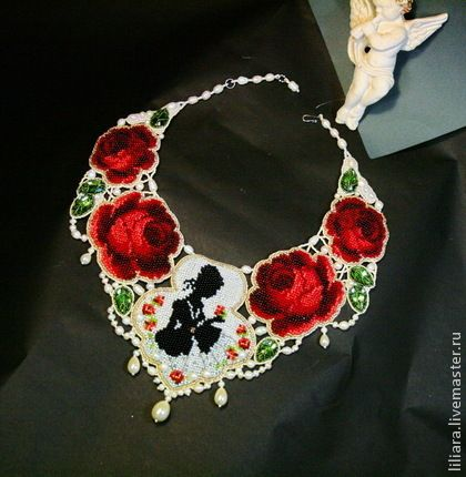 Колье - Розы Помпадур.. Маркиза де Помпадур по праву считается одной из самых известных женщин в истории.  Она была восхитительной женщиной и, пожалуй, величайшей из фавориток всех времен.  Платья маркизы буквально усыпаны розами.