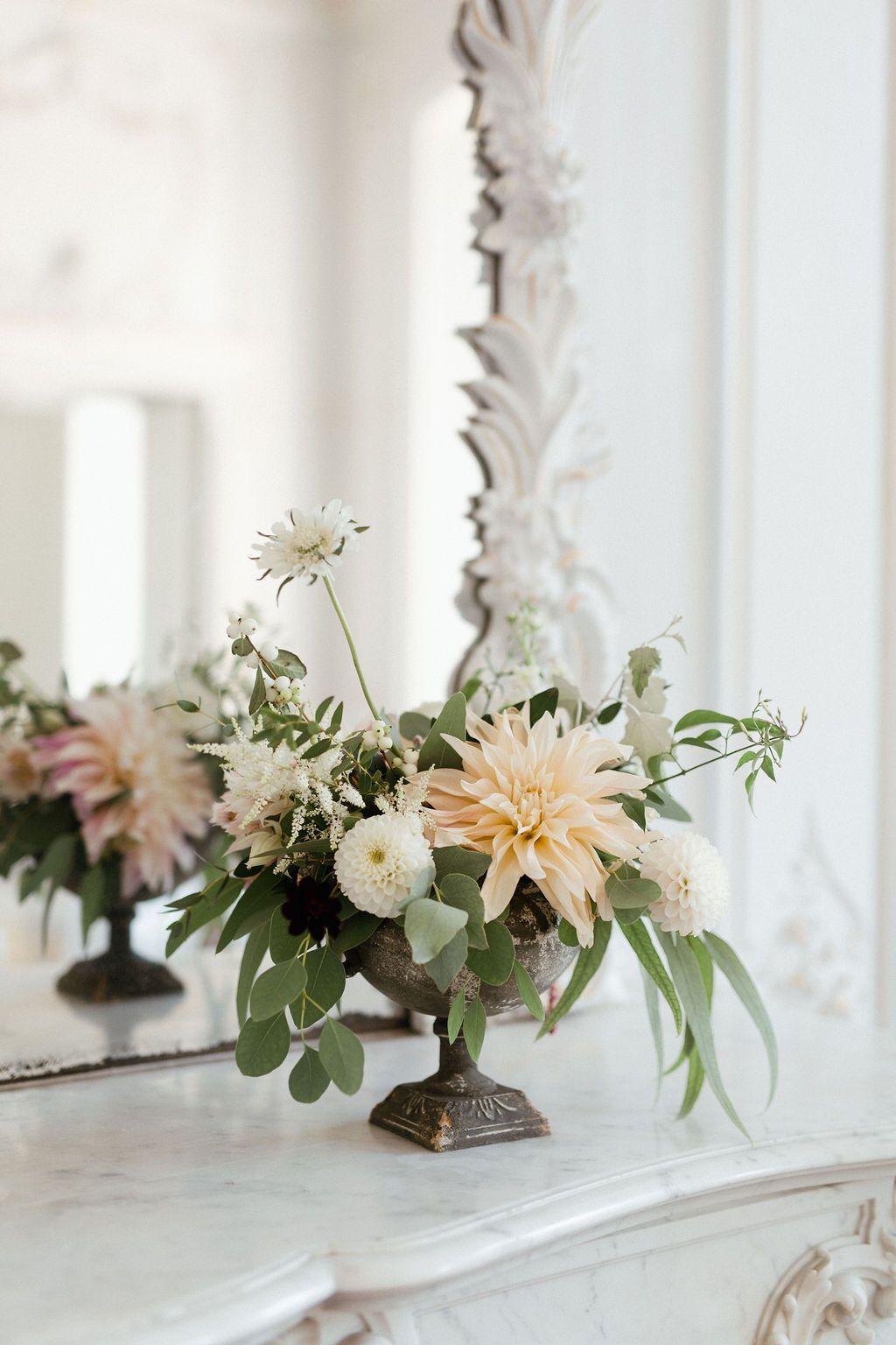 Centre de table floral pour mariage de printemps selon les