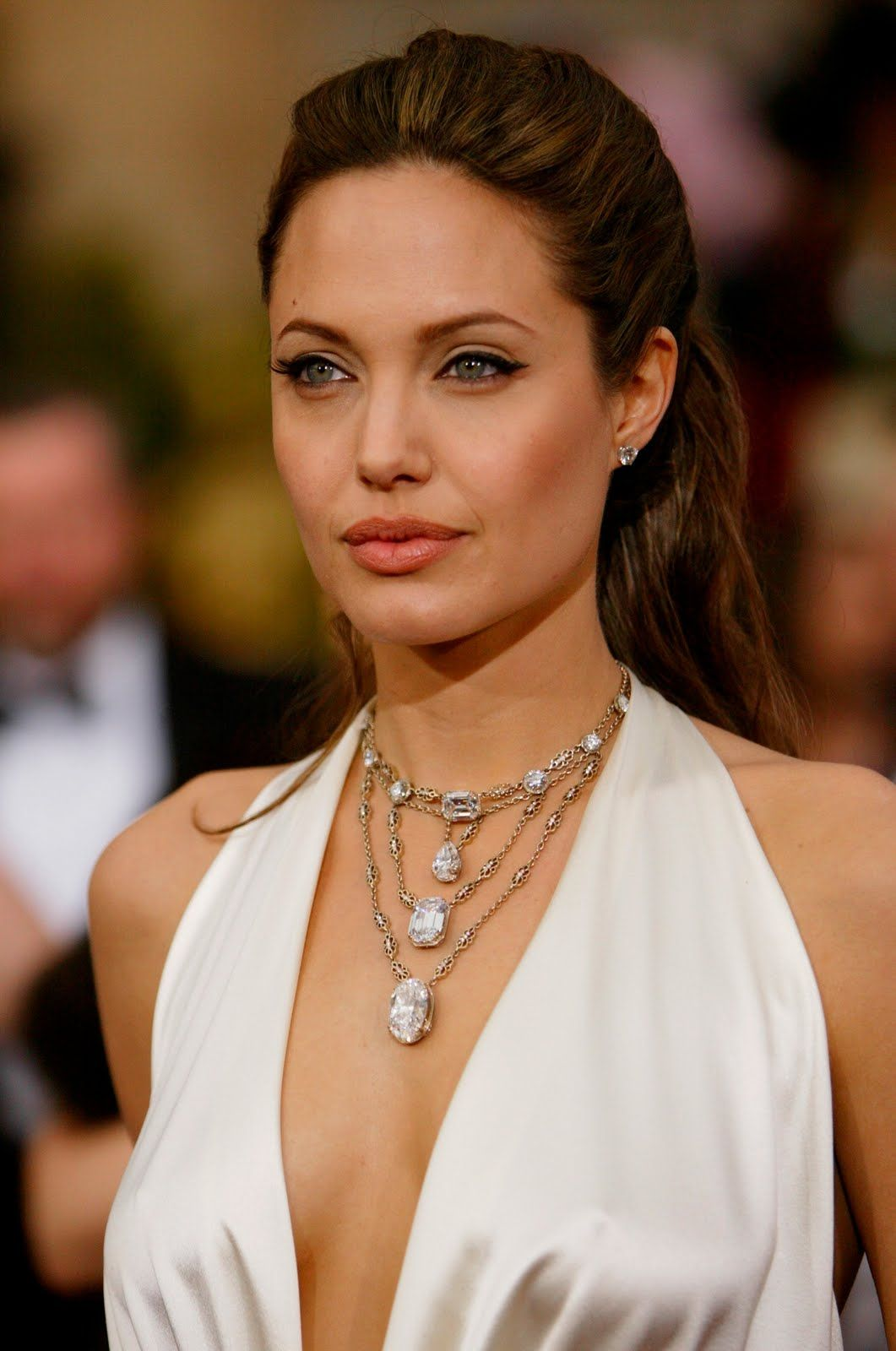 Most Memorable Oscar Jewels Of All Time Oscar Jewelry Angelina