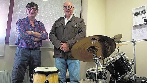 El alcalde de Carrascal de Barregas, Antonio Rubio (izquierda) y Joaquín Martín, concejal de Cultura, son los impulsores de la Escuela de Música.