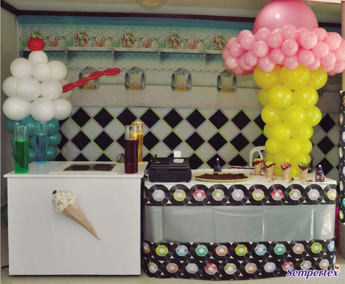 Toda  heladería  necesita  registrar sus ventas, coloca una caja registradora, es un accesorio muy acertado y divertido que complementa todo el montaje.