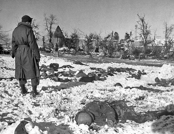 U.S. troops discover circa 80 bodies of murdered American soldiers in a field at Malmedy, 14 January 1945. #WW2