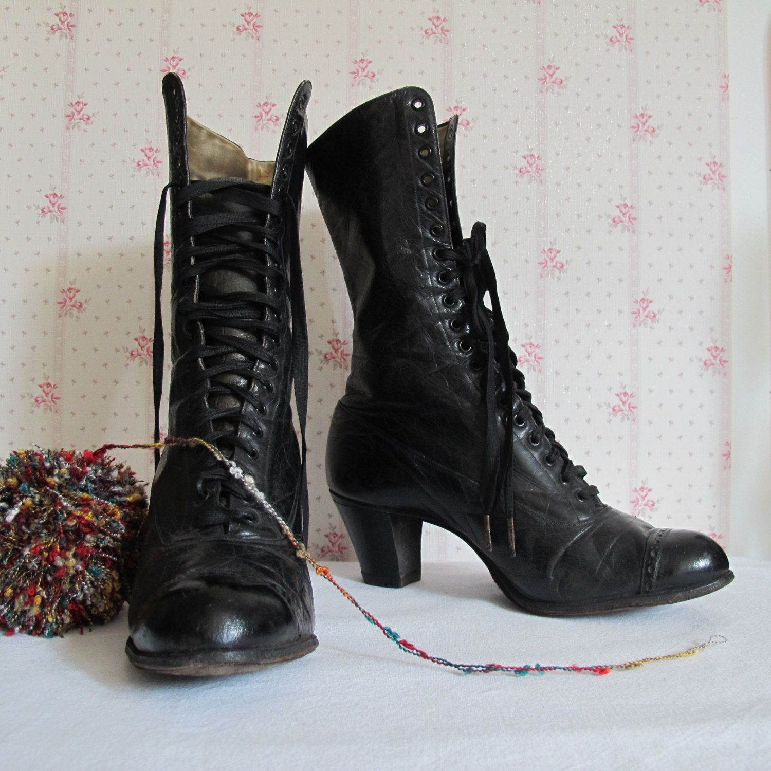 Boots vintage black leather heeled woman years 30-1930 French Cancan- boot  leather laces BALLY Lyon Paris