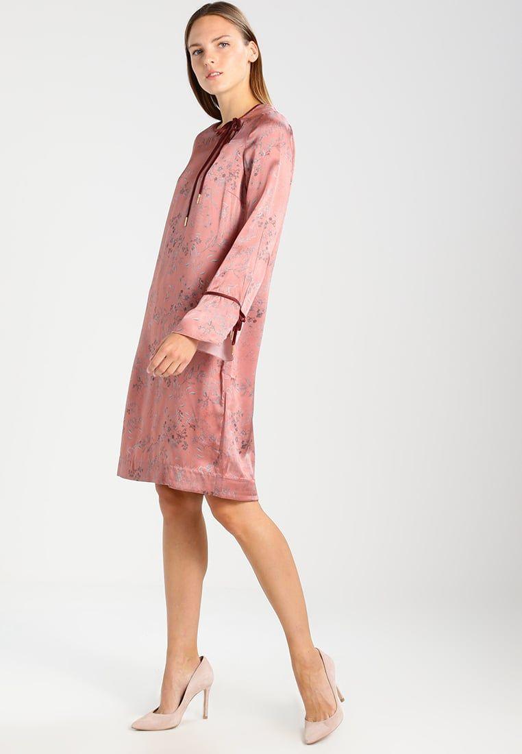 Consigue este tipo de vestido informal de Noa Noa ahora! Haz clic ...